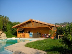 grand pool house en bois